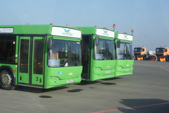 Автобус, следующий из города в Храброво