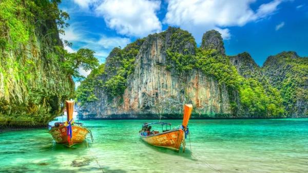 Название Пхи-Пхи переводится как «пылающий остров»