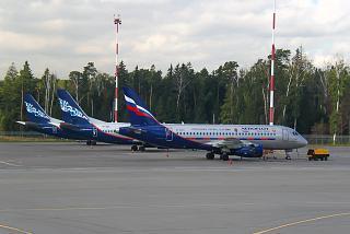 Сухой Суперджет-100 Аэрофлота с эмблемой ЦСКА в аэропорту Шереметьево