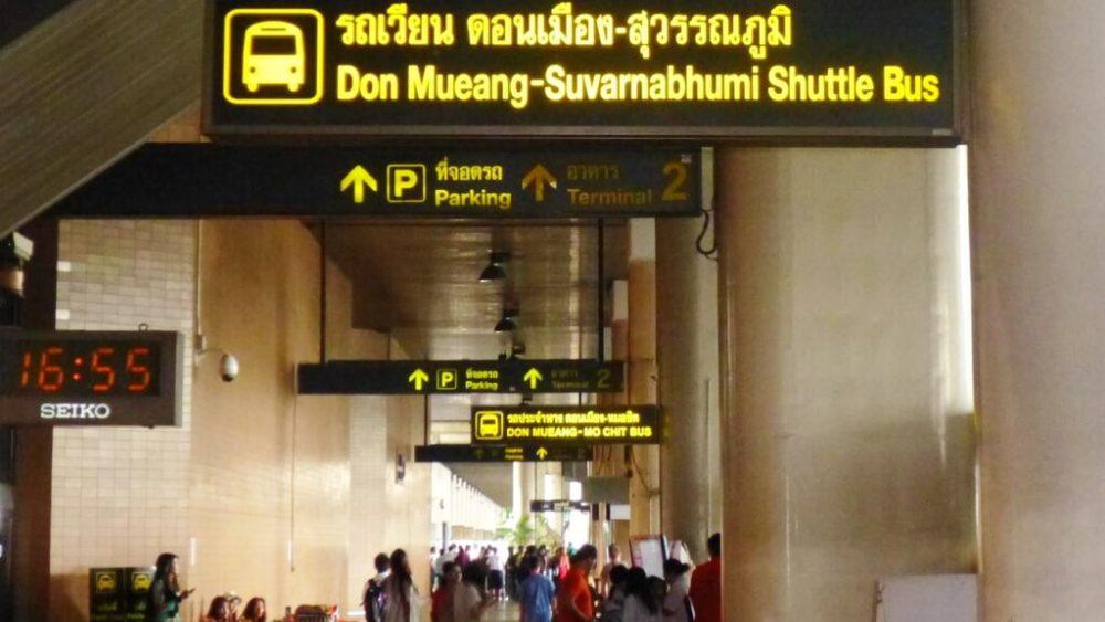 Аэропорт Дон Муанг в Бангкоке - указатели к автобусам