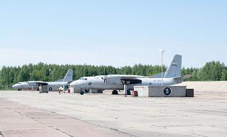 Самолеты Ан-26 военно-транспортной авиации РФ на аэродроме Омск-Северный