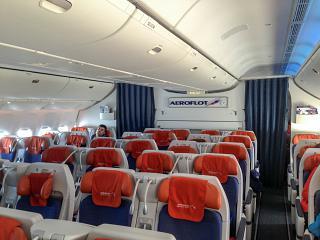 Салон комфорт-класса в Боинге-777-300 Аэрофлота