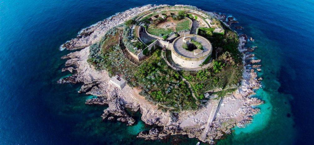 Остров Мамула, Черногория