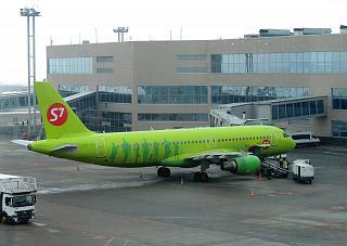 Airbus A320 VQ-BES авиакомпании S7 Airlines в аэропорту Домодедово