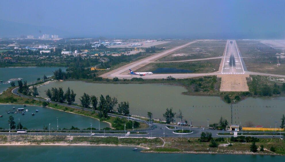 Взлетная полоса в аэропорту Камрань