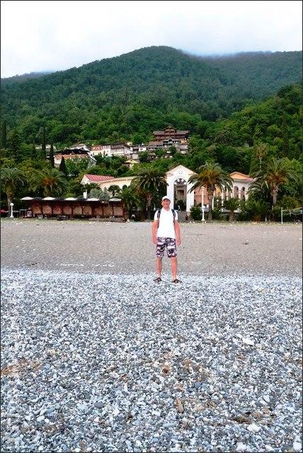 пляж в старой Гагре