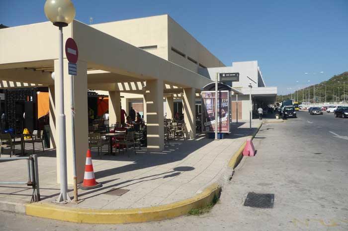Автобусная остановка в аэропорту Родоса Диагорас
