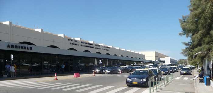 Стоянка такси а аэропорту Диагорас на острове Родос