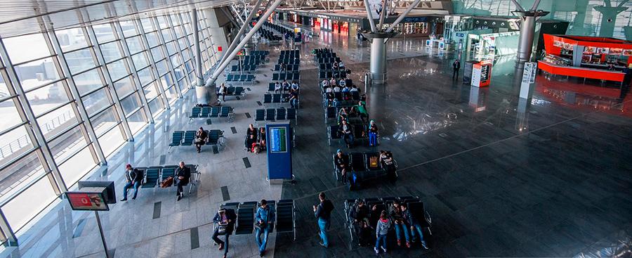 Внутри терминала аэропорта Внуково (Москва)