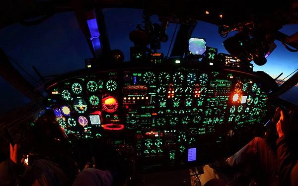 Ан-12 кабина ночью