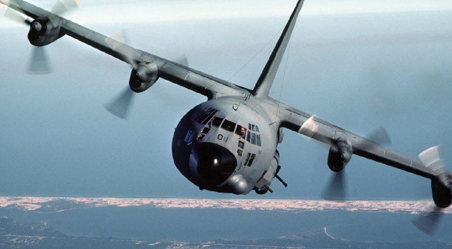 Грузовой самолет в полете