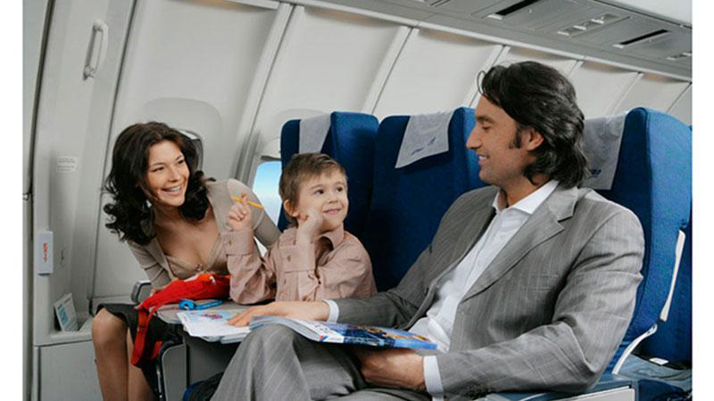 До какого возраста дети летают бесплатно на самолете