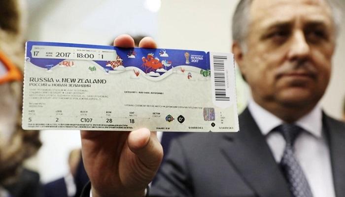 Мужчина с билетом