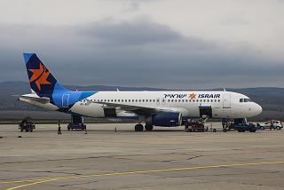 Самолет Airbus A320 авиакомпании Israir в аэропорту Бургас