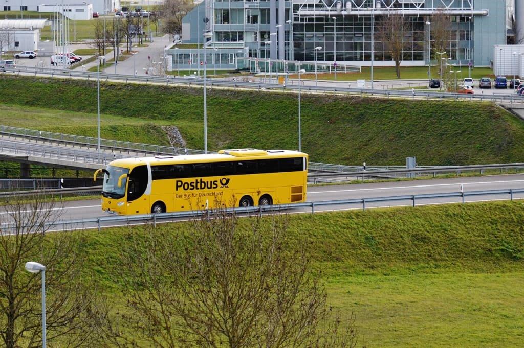 bus-1044939_1280-min