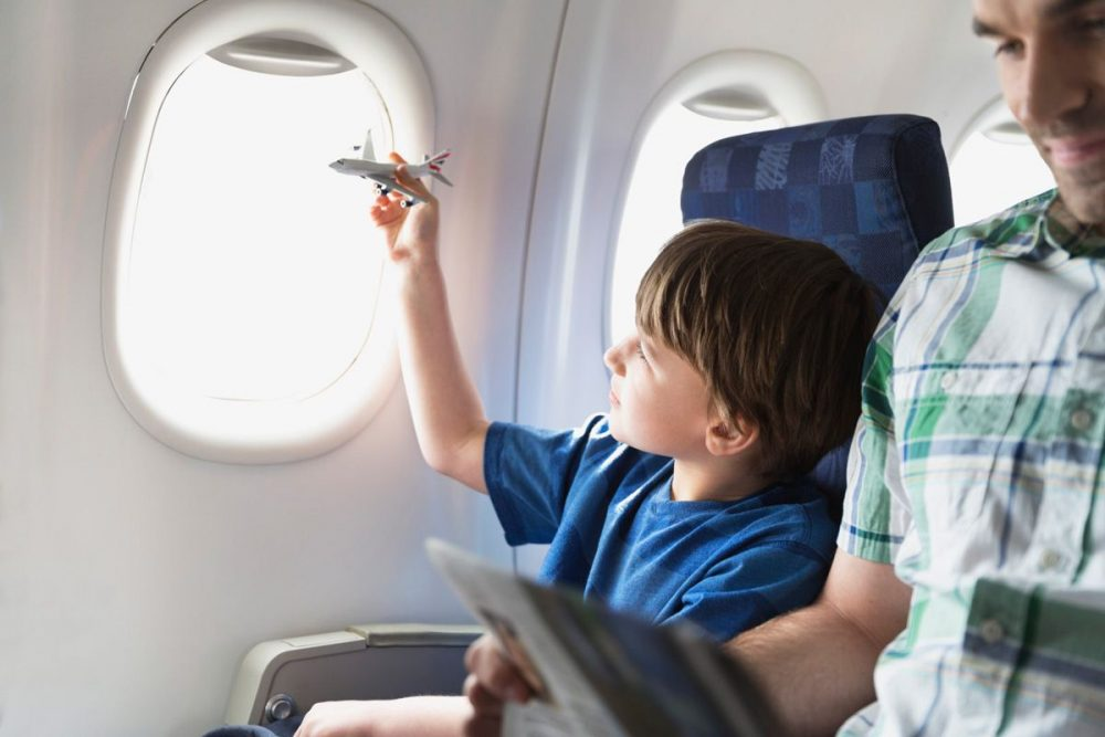 Занять ребенка в самолете