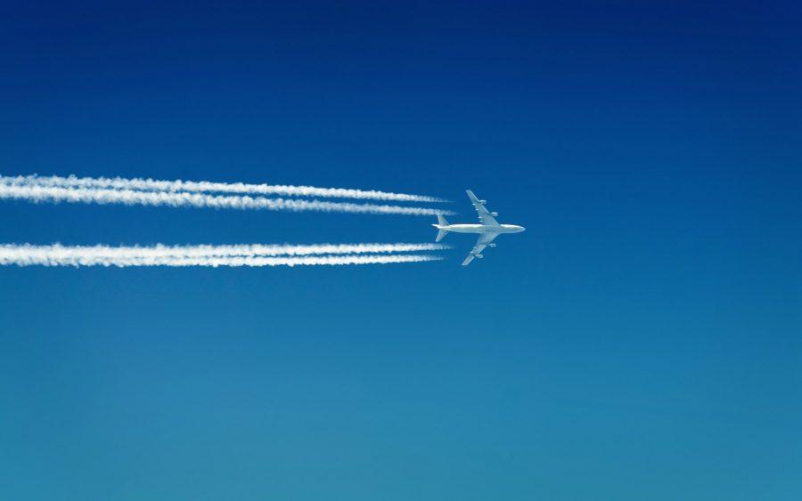 Самолеты в небе по всему миру