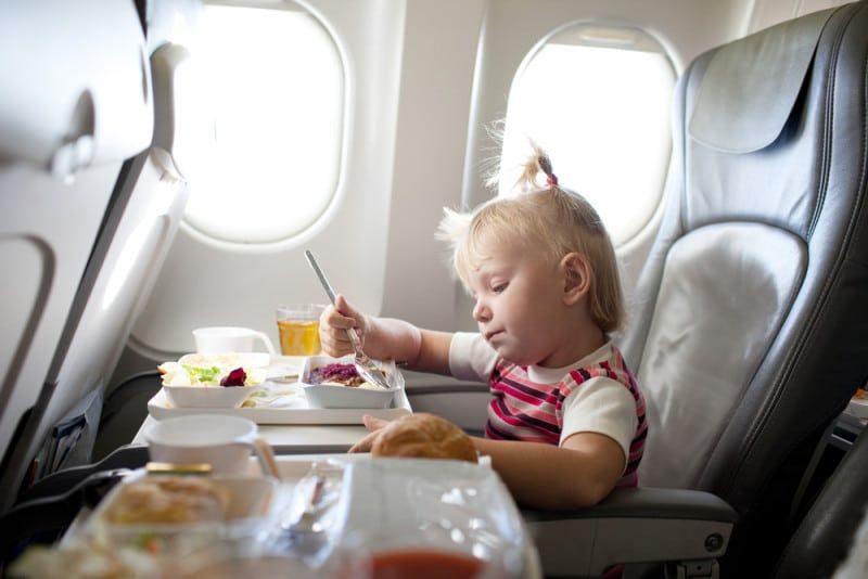 Авиалинии предоставляют детям специальное питание