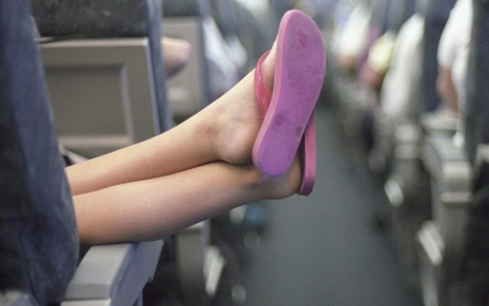 Ноги в проходе