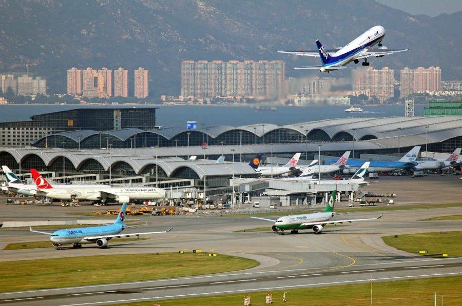 Большой аэропорт в Гонконге