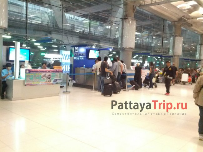 Стойки с билетами в аэропорту Суварнабхуми