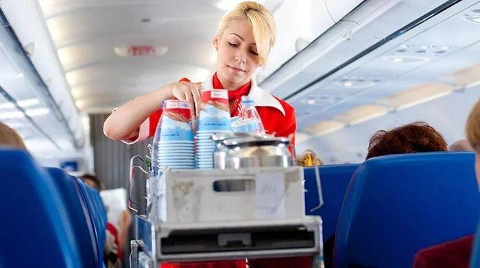 Распитие спиртного в салоне самолета