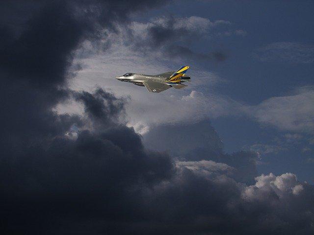 Ф-35 в облаках