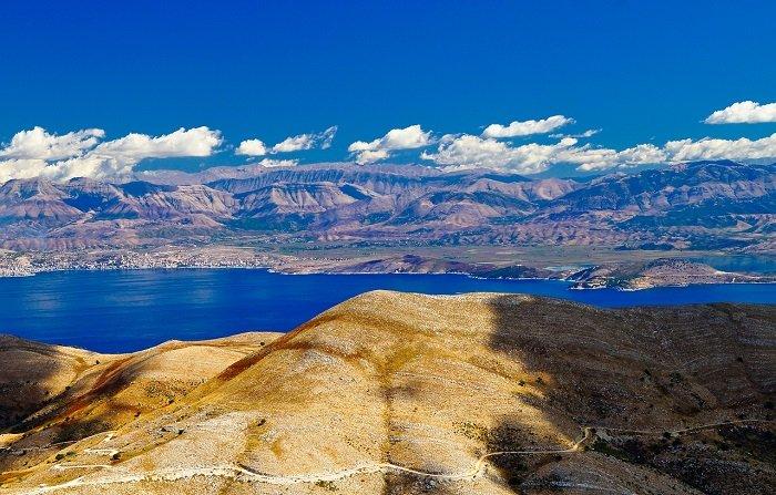 Вид с Корфу на берег Албании