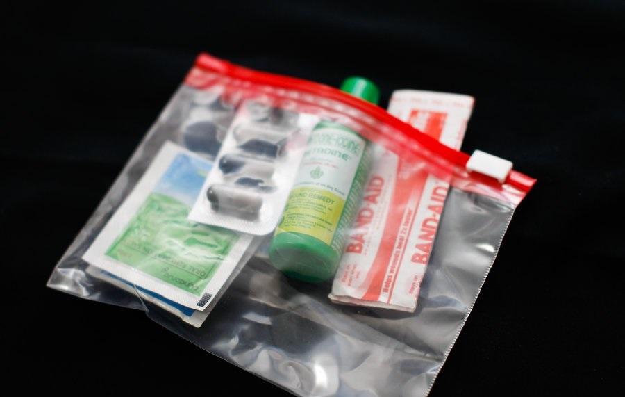 Захватите аптечку с основными лекарствами