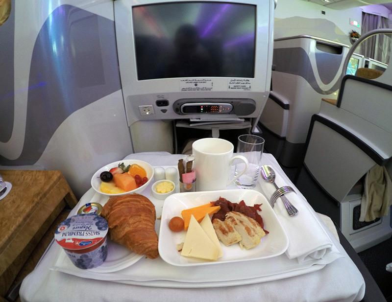 Завтрак в бизнес классе Эмирейтс